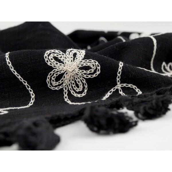 4d267832cec Černý šátek s výšivkou Liana - Černý shop